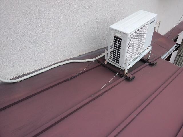 エアコン屋根の上