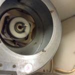 ファンを格納している排気ダクトの中もスッキリ洗浄。ここには大量に油が溜まっているケースが多いです。